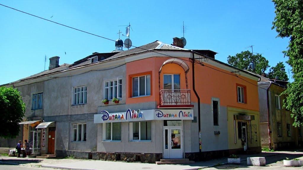На цьому місці в 1619г. Якуб Гаватович поставив перші в історії інтермедії Українською мовою