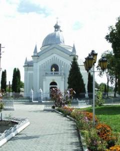 На місці старої, дерев'яної, розібраної в 1862 р. церкви, о.М.Цегельський керував спорудженням нової церкви, будівництво якої було завершено в 1882 році.