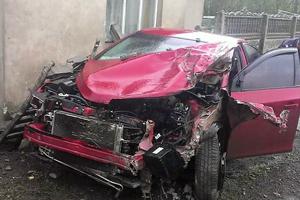 Аварія у Сапіжанці – легковик протаранив бетонну огорожу