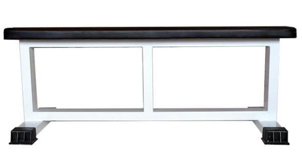 Зроблена лавка повинна бути з металевих трубок або прямокутного сталевого профілю, в ідеалі з розпіркою на всю довжину зверху і ще однією розпіркою посередині між верхом і ніжками